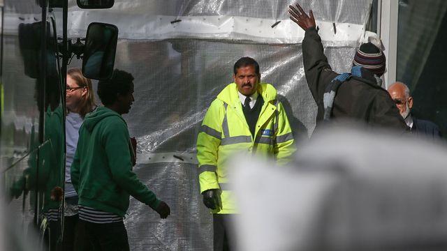 Des mineurs en provenance de Calais débarquent à Londres, 24.10.2016. [Daniel Leal-Olivas - AFP]