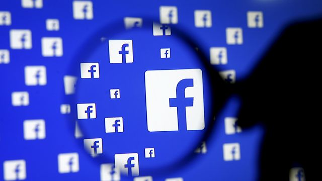 """Exclure des catégories ethniques de certaines annonces? """"Logique"""", pour Facebook. [Dado Ruvic - Reuters]"""