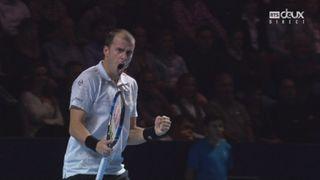 Bâle. 1re demi-finale. Kei Nishjikori (JPN) – Gilles Muller (LUX) (4-6). Un beau point qui donne une balle de set à Muller [RTS]