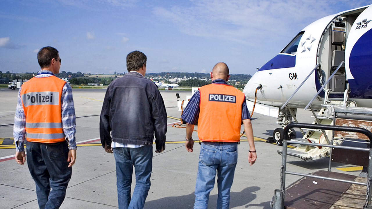 Amnesty critique l'application trop rigide des accords par la Suisse (image d'illustration). [Gaëtan Bally - Keystone]