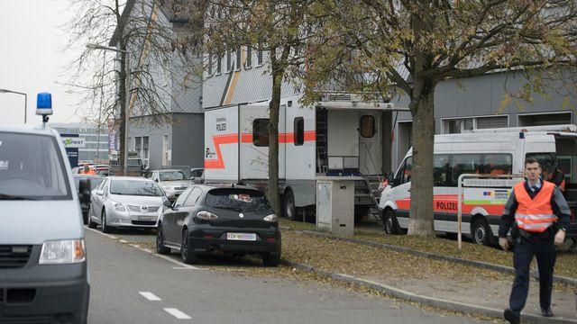 La police cantonale zurichoise a perquisitionné mercredi matin la mosquée An'Nur de Winterthour. [Walter Bieri - Keystone]