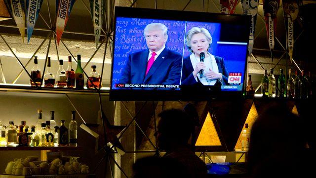 Donald Trump ou Hillary Clinton, deux noms scrutés par le monde entier ce mardi. [AP Photo/Eduardo Verdugo - Keystone]