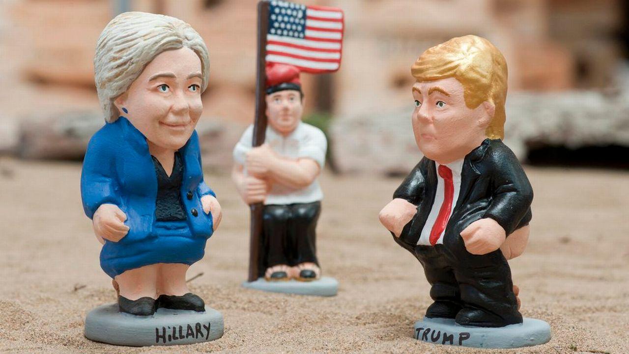 Deux sculptures traditionnelles espagnoles représentant Hillary Clinton et Donald Trump. [Robin Townsend - EPA/Keystone]