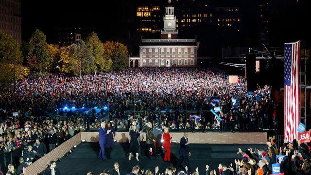 Le meeting d'Hillary Clinton a attiré 40'000 personnes à Philadelphie [Pablo Martinez - Keystone]