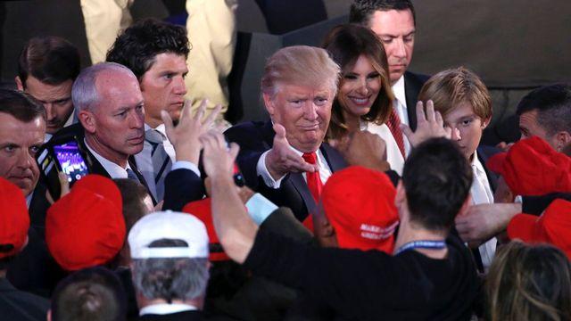 Donald Trump arrive pour son discours de victoire. [Shawn Thew - EPA/Keystone]