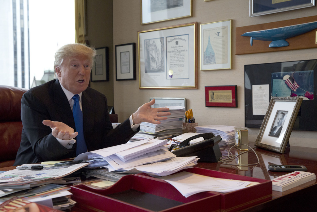 Donald Trump à son bureau dans la trump Tower à New York en mai 2016.