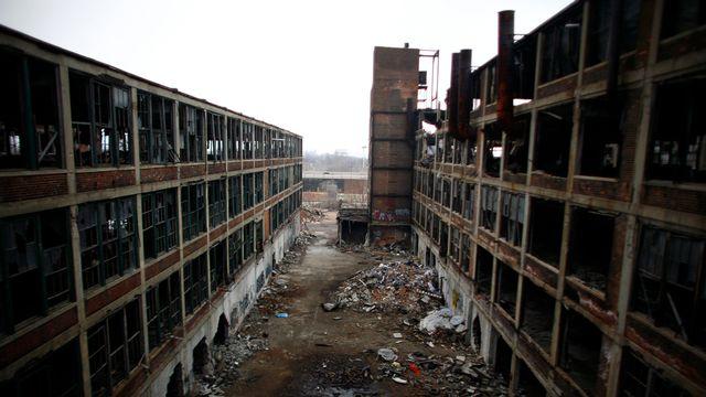 """La manufacture automobile désaffectée de Packard Motor de Detroit, Michigan, se situe au coeur de la """"Rust Bell"""". [Eric Thayer - Reuters]"""