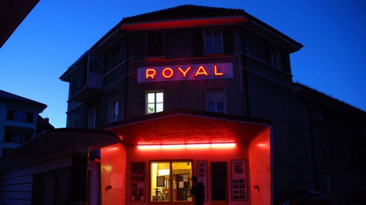 Le Cinéma Royal de Sainte-Croix avait été sauvé par la population.  [Sarah Baehler - RTS]