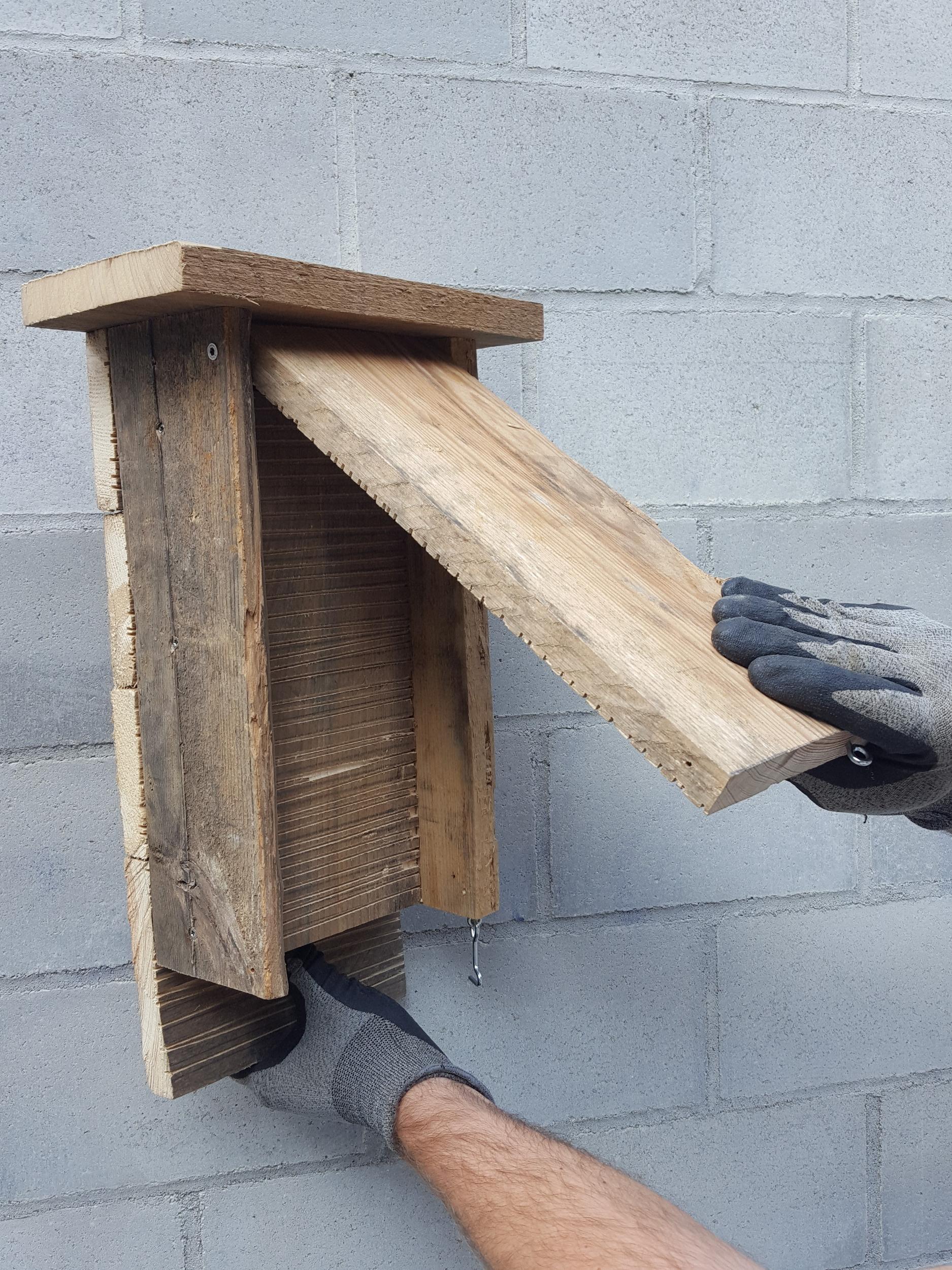 reportage pratique fabriquer un nichoir chauve souris monsieur jardinier. Black Bedroom Furniture Sets. Home Design Ideas