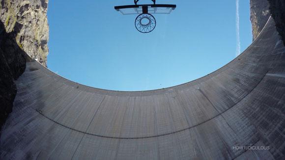 Vidéo. Il marque un panier depuis 180 mètres de haut !