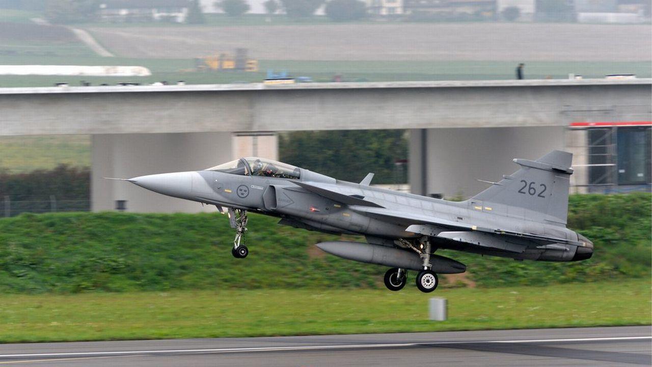 Le Gripen suédois pourrait avoir une deuxième chance malgré le refus du peuple en 2014. [Armasuisse/Keystone]
