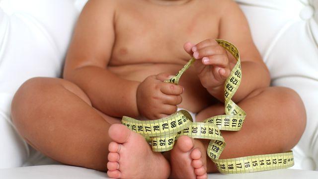 L'obésité peut toucher un public très jeune. [dementevajulia - Fotolia]