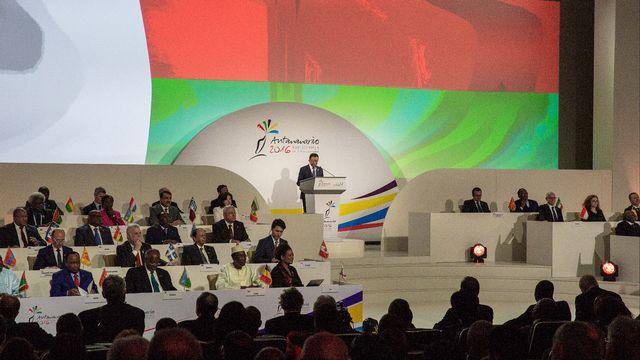 Le président malgache Hery Rajaonarimampianina (au centre) s'exprime pour l'ouverture du 16e sommet de la Francophonie à Antananarivo. [Gianluigi Guerica - AFP Photo]