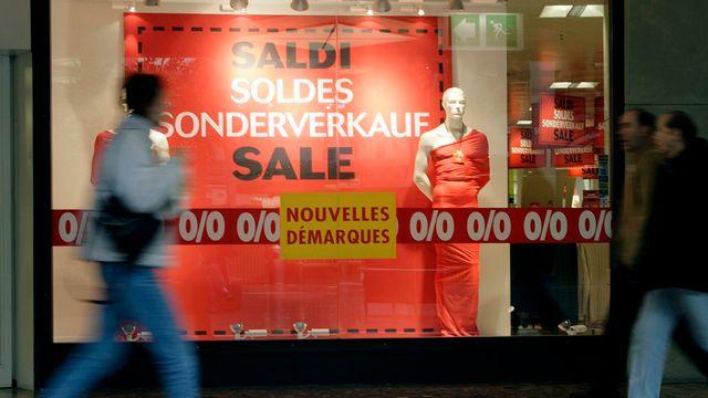 Soldes dans un magasin du centre commercial de Balexert, à Genève. [Salvatore Di Nolfi - Keystone]