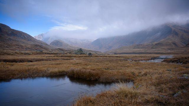Lac de montagne sur le plateau de la Greina (TI), sur la zone du parc national Adula. [Gian Ehrenzeller - Keystone]