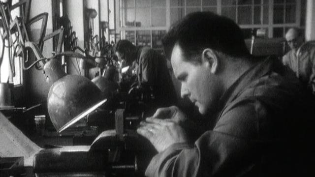 Travailleurs d'usine, 1966. [RTS]