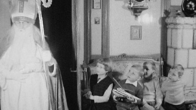 Le Saint Nicolas rend visite aux enfants en 1960. [RTS]