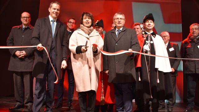 Doris Leuthard a inauguré de dernier tronçon jurassien de l'A16. [Gaël Klein - RTS]
