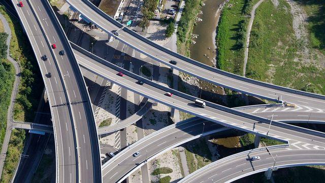 Des véhicules sur les autoroutes du canton de Zurich. [Alessandro Della Bella - Keystone]