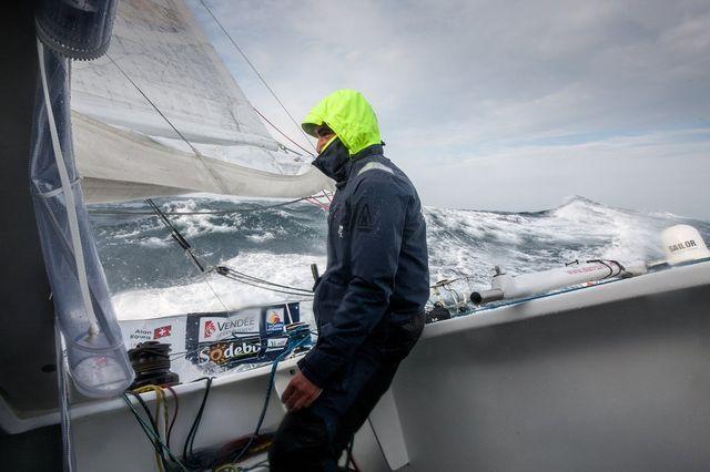 Le Genevois occupe toujours la vingtième place du Vendée Globe, emmené par le Français Armel Le Cléac'h. [Twitter - Alan Roura - RTS]