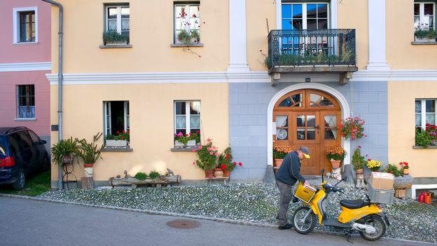des milliers de retrait s ne pourront plus recevoir leur rente domicile suisse. Black Bedroom Furniture Sets. Home Design Ideas