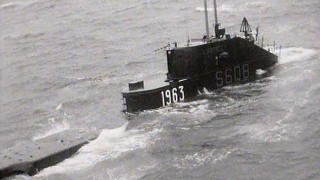 Nouvel an 1963 avec les membres de l'équipage du sous-marin L'Astrée. [RTS]