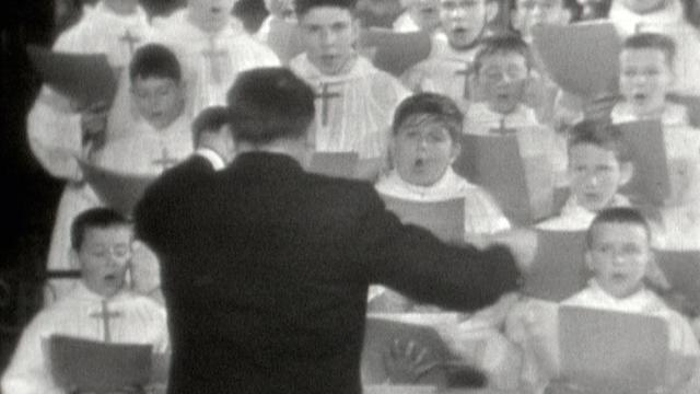 La Schola des Petits Chanteurs de Sion chante Noël en 1961. [RTS]