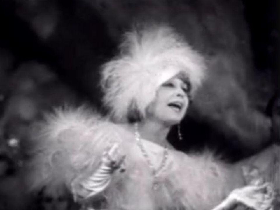 Mistinguett aux Folies-Bergères en 1935. [RTS]