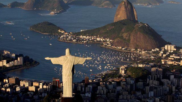 La statue du Christ Rédempteur, située sur le mont Corcovado, est l'un des principaux symboles de Rio de Janeiro et du Brésil. [Felipe Dana - AP Photo]