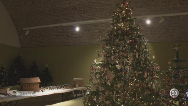 Une exposition au Château de Gruyères retrace un siècle de décorations de Noël [RTS]