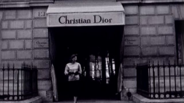 La boutique Christian Dior, le temple du chic parisien en 1954. [RTS]