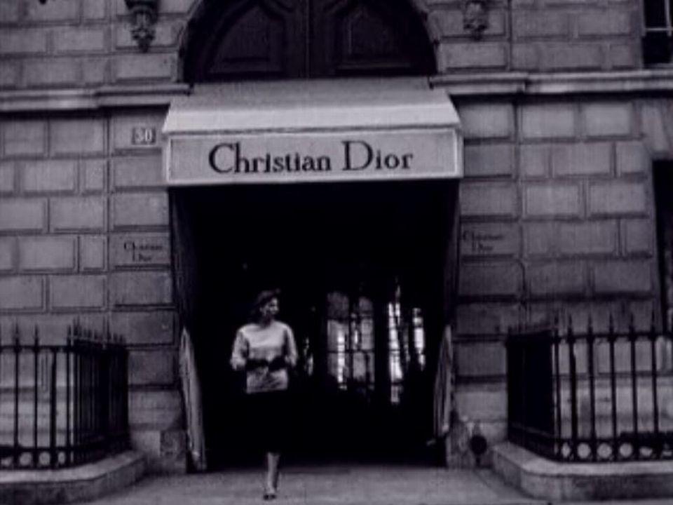 La boutique Christian Dior, le temple du chic parisien en 1954. [RTS]