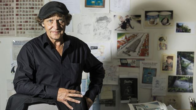 Le dessinateur Raymond Burki range ses crayons. [Jean-Christophe Bott - Keystone]