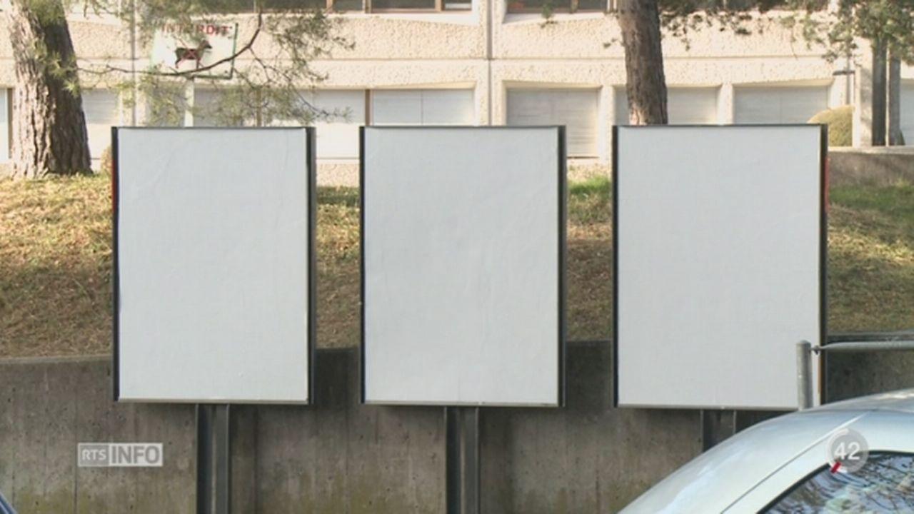 Affiches blanches à Genève: une affaire administrative [RTS]