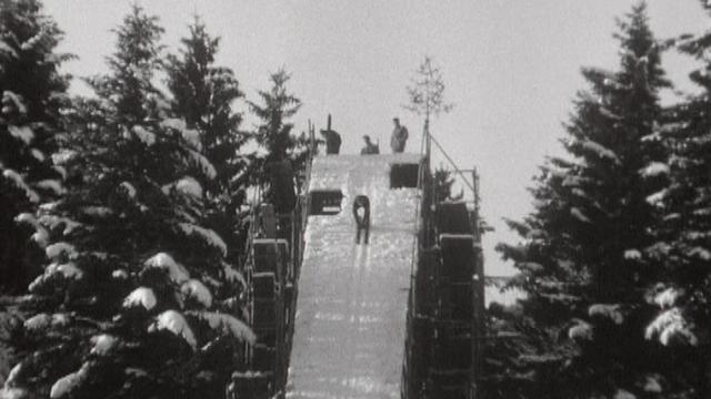 Entraînement au tremplin de la Combe-Girard au Locle, en 1969. [RTS]