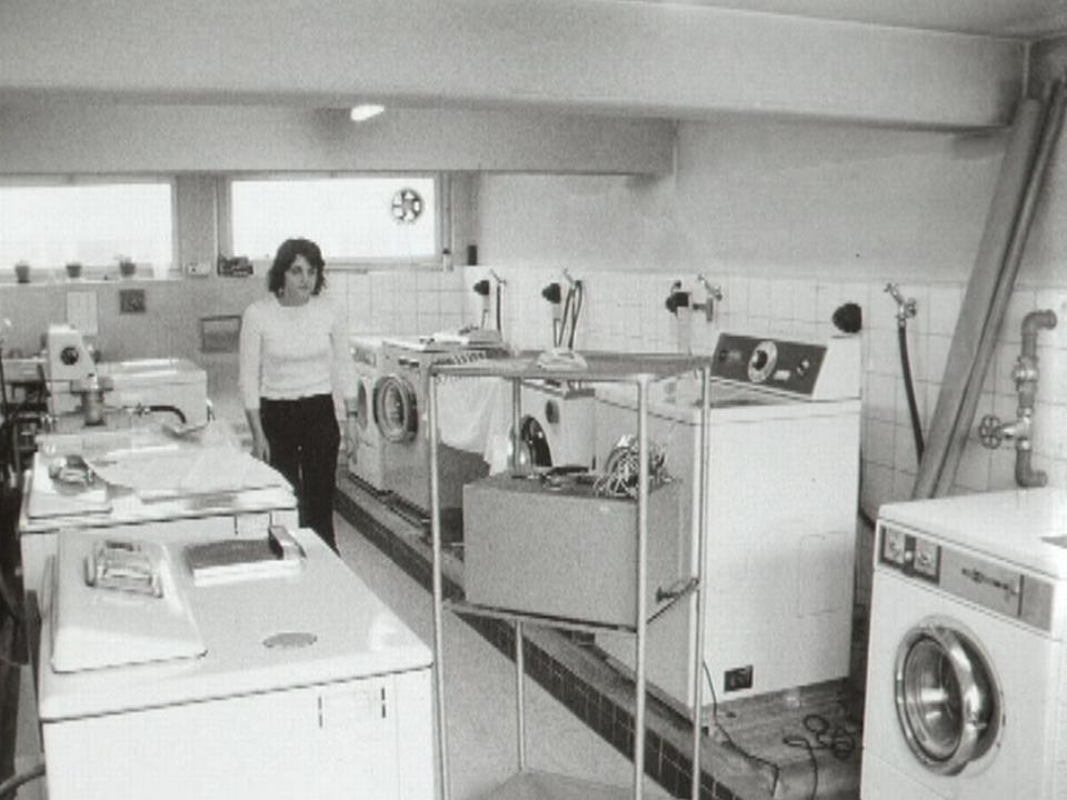 Tests à l'Institut de recherches ménagères en 1973. [RTS]