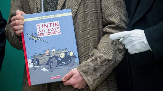 """""""Tintin au pays des Soviets"""", la toute première aventure du héros de Hergé, ressort en couleurs. [Stéphanie Lecocq - EPA/Keystone]"""