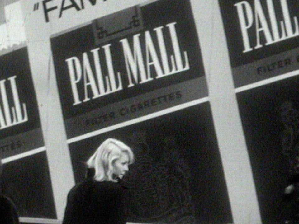 La publicité, omniprésente sur nos murs, 1967. [RTS]