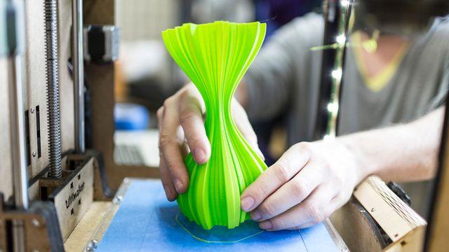 Les FabLabs mettent en général des imprimantes 3D à disposition. [Gaetan Bally - KEYSTONE]