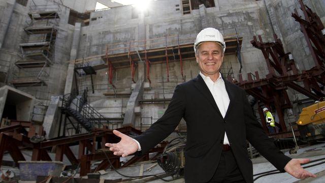 Pierre De Meuron sur le chantier de la Philharmonie à Hambourg en 2010. [Keystone]