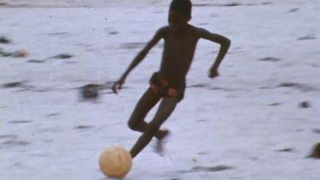 Reportage à Abidjan où le football est le véritable sport national. [RTs]