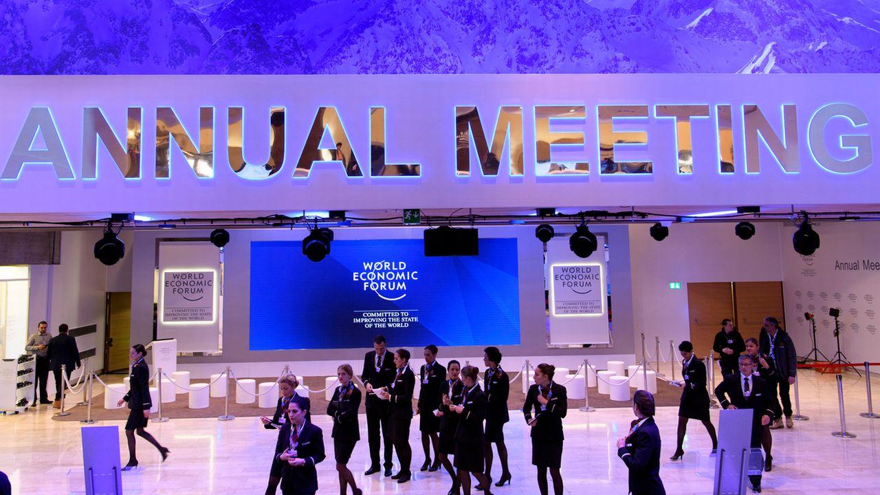 Le centre des Congrès à Davos est prêt pour accueillir le 47e Forum économique mondial. [Laurent Gillieron - keystone]