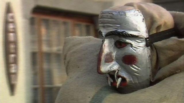 Un empaillé du carnaval d'Evolène en 1989. [RTS]