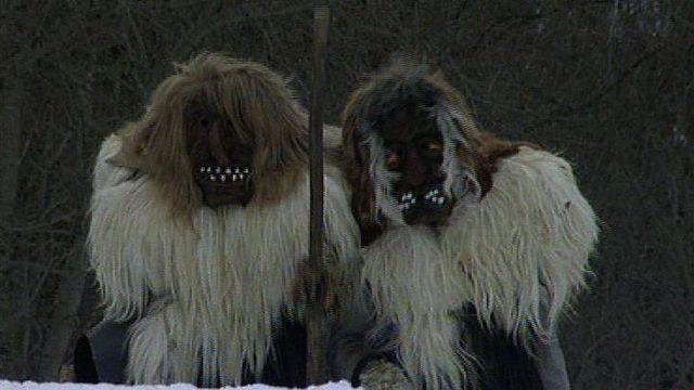 Les masques du Lötschental en 1998. [RTS]