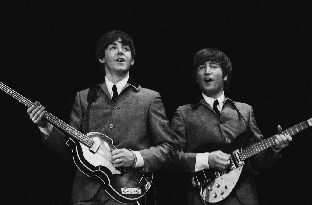 Paul McCartney et John Lennon au sein des Beatles, en 1964.