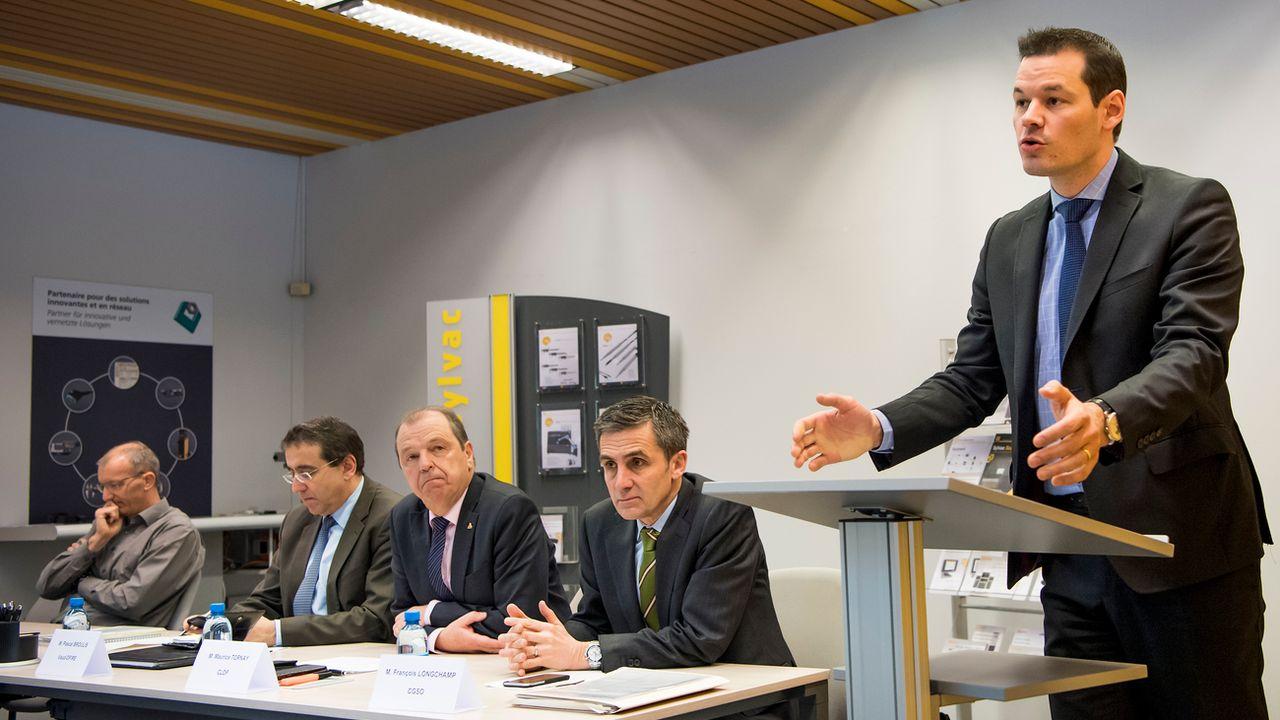 Les représentants cantonaux ont réuni la presse dans une entreprise de Crissier (VD). [Jean-Christophe Bott - Keystone]