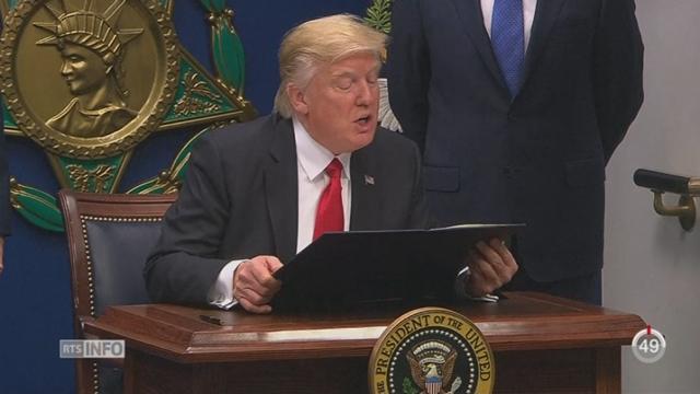 Donald Trump interdit l'arrivée de ressortissants de sept pays musulmans pour trois mois [RTS]