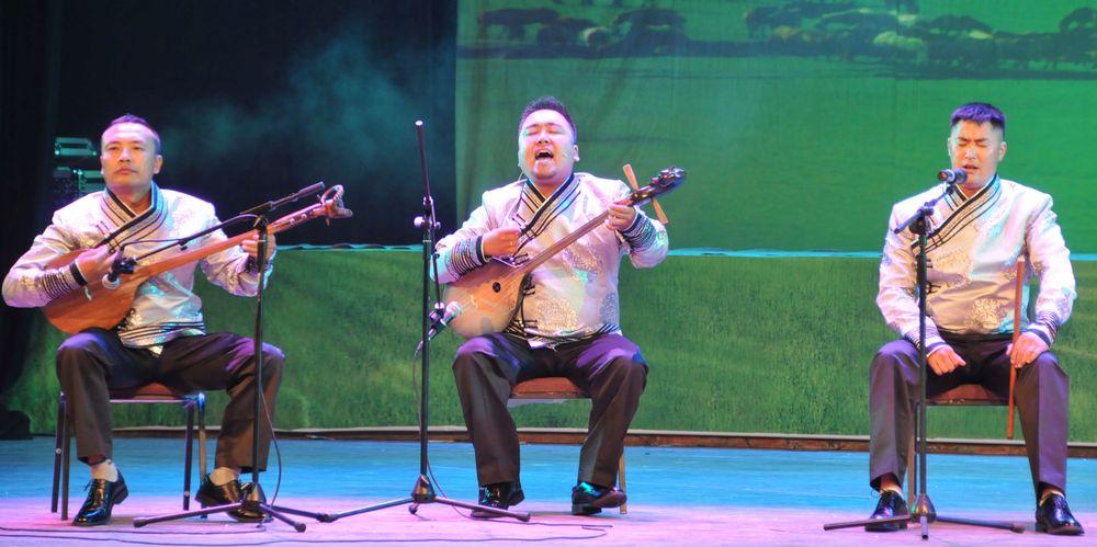 Des chanteurs traditionnels à Hohhot, le 5 août 2012.