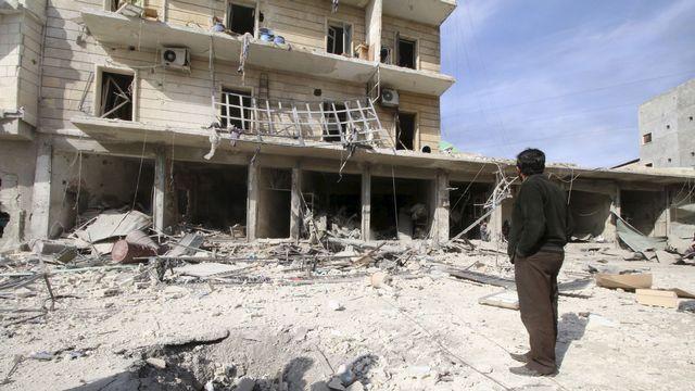 Quartier de la banlieue d'Alep bombardé par les forces pro-gouvernementales, 05.02.2016. [Abdalrhman Ismail  - Reuters]