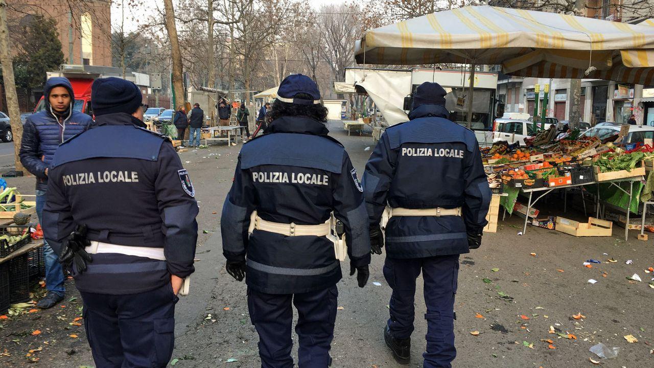 Patrouille de police dans le quartier de San Siro à Milan. [Nicole della Pietra - RTS]